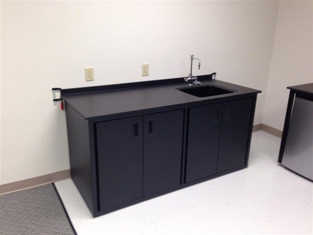 OnePointe Solutions - Wet Lab Tables